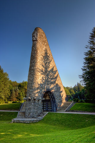 Dukla Pass War Memorial-theodevil.jpg